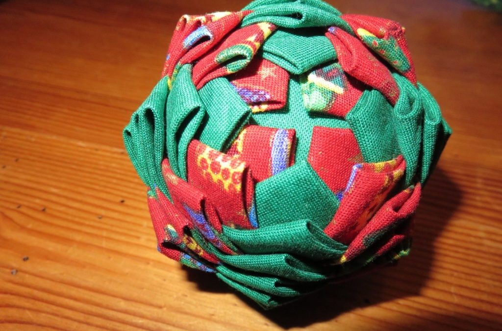Boule de Noël – technique de l'artichaud