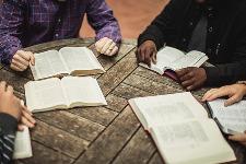 Lire en groupe un (ou plusieurs) texte(s) biblique(s) !