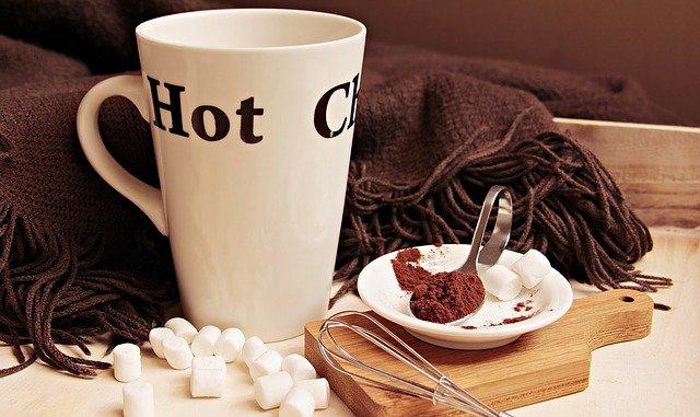 Prière avec du chocolat chaud